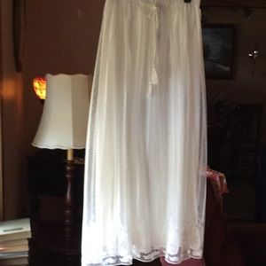 Chelsea & Theodore maxi white lacy skirt small